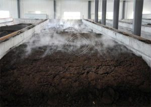 Composting poultry litter in fermentation grooves
